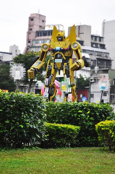 萬華406廣場-變形金剛4.jpg