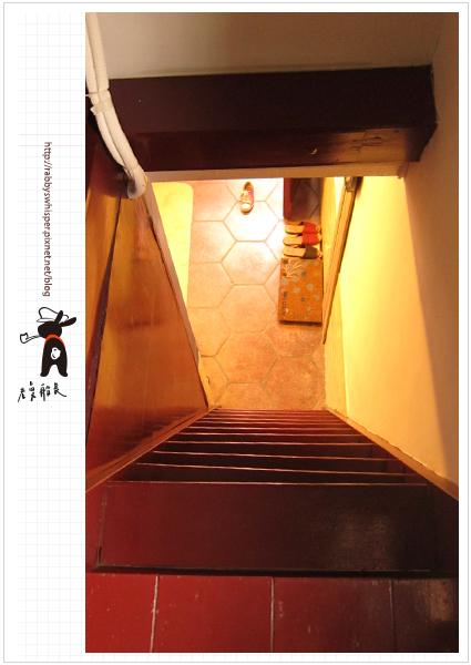 老曼船長台南老屋民宿超陡樓梯