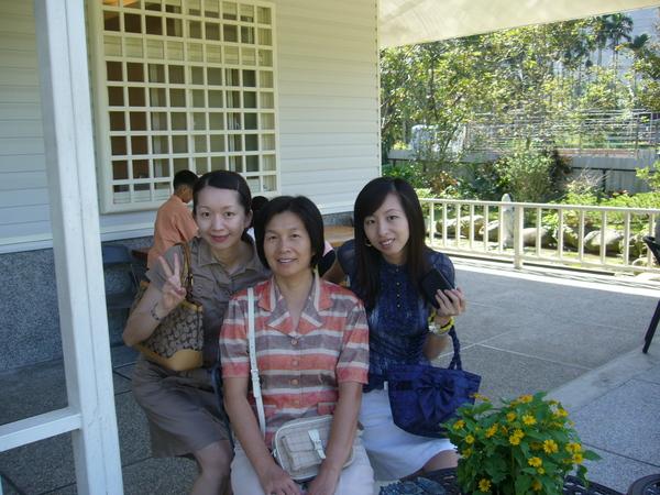 我邀媽媽跟妹妹一起參加喜宴