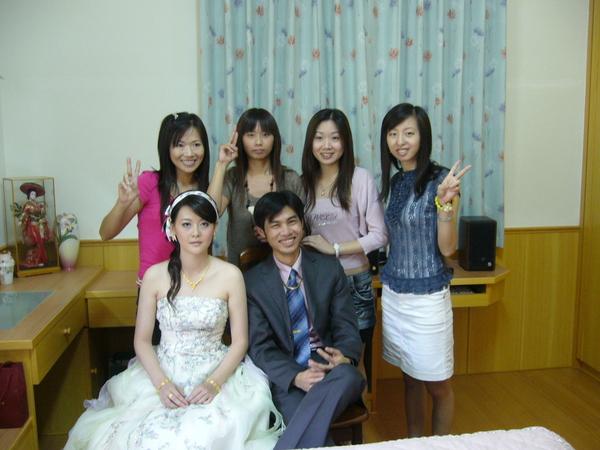 後面四個沒一個是伴娘喔~因為不是已婚就是將要結婚