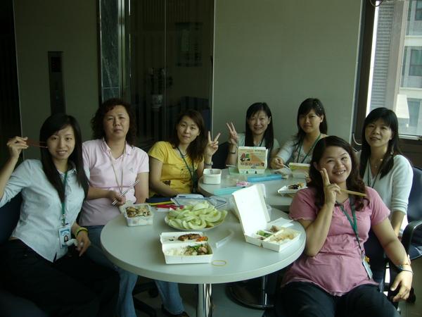 中午一起吃飯的姊妹們