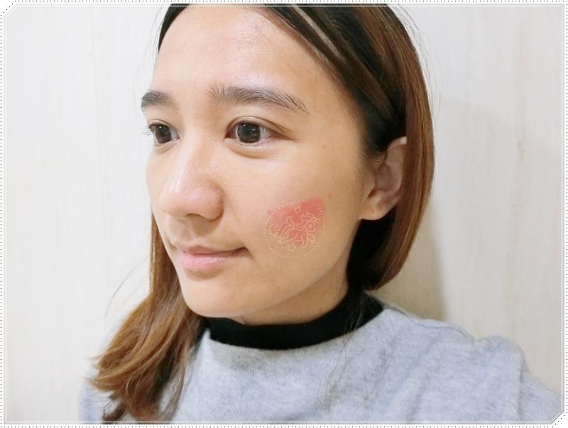 MKUP 獨角獸雪絨花無瑕粉餅 1.JPG