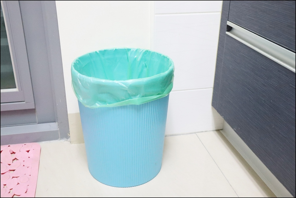 自動抽換袋式懶人彈壓垃圾桶2.JPG