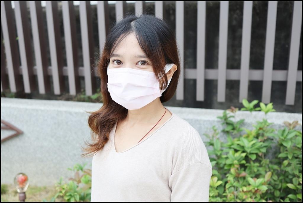 康乃馨PM2.5 Z摺口罩11.JPG