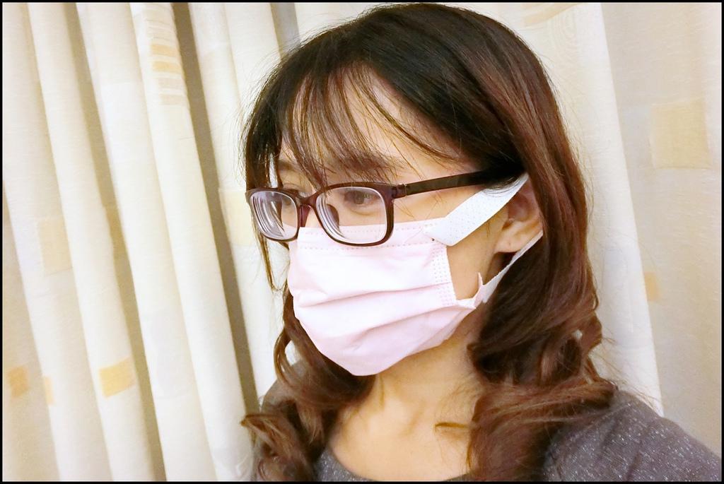康乃馨PM2.5 Z摺口罩CIMG4406.JPG