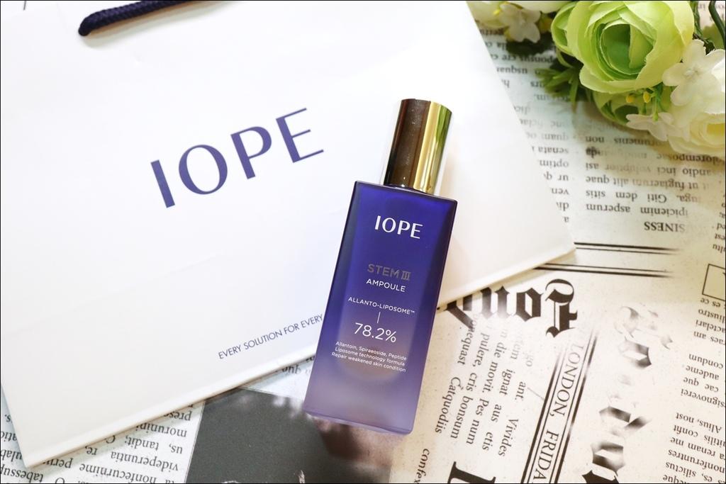 IOPE 新生三效安瓶精華1.JPG