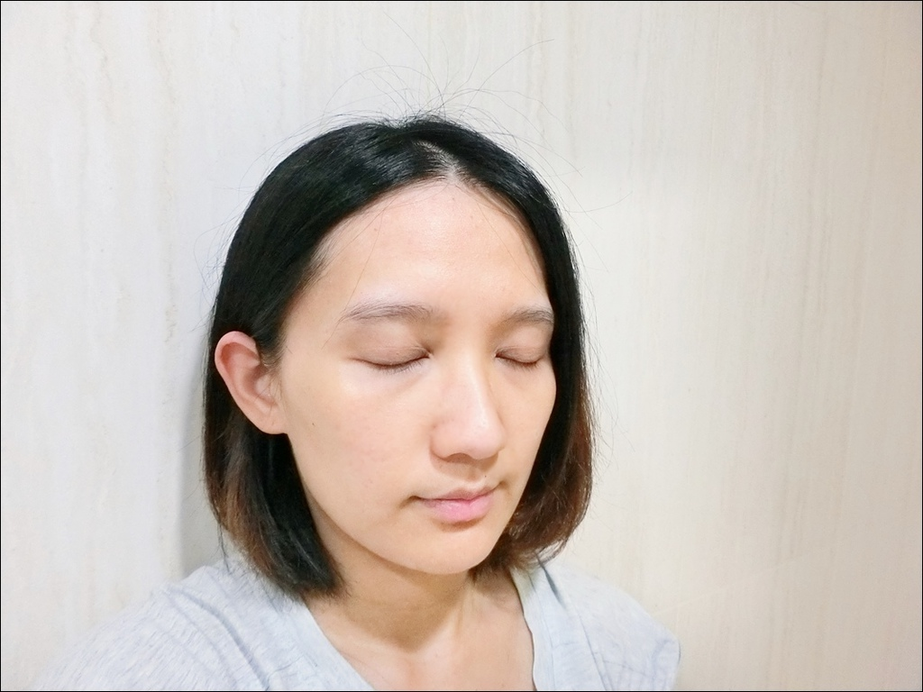 IOPE 新生三效安瓶精華7.JPG
