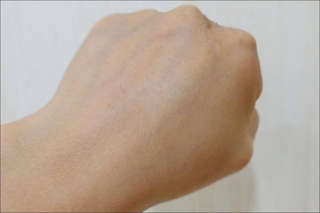 PAUL %26; JOE - 小香檳 糖瓷絲潤隔離乳8.JPG