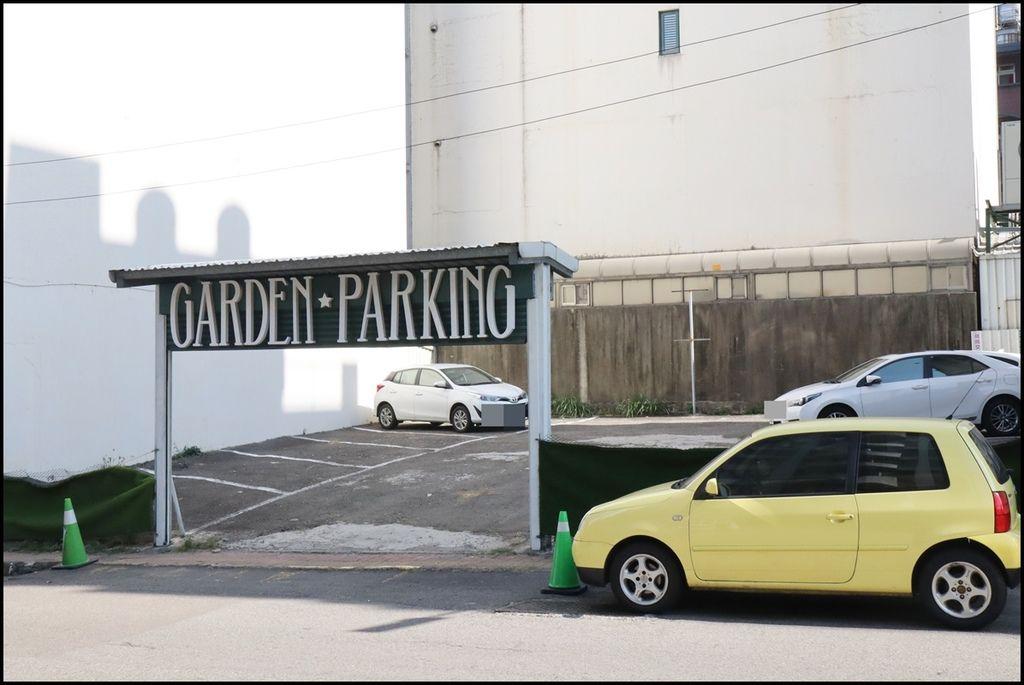 Gardenparty2.JPG