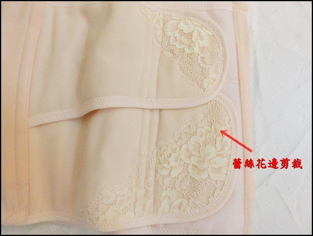 Combi蕾絲產後束腹帶5.JPG