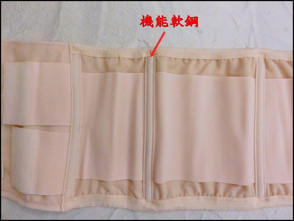 Combi蕾絲產後束腹帶8.JPG
