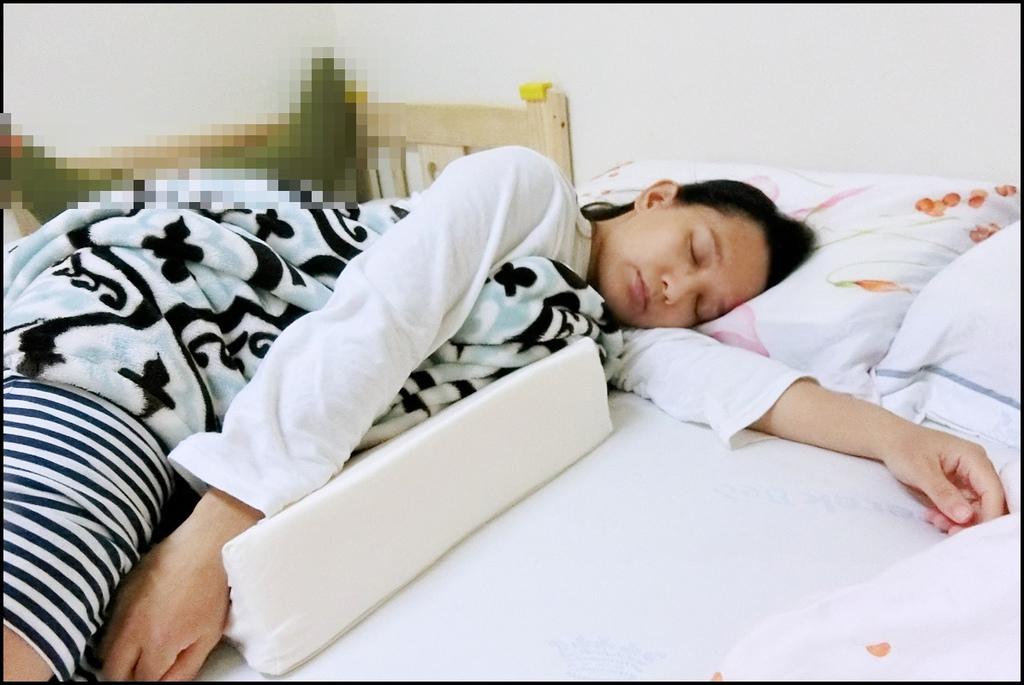 VE孕婦側睡托腹枕5.JPG