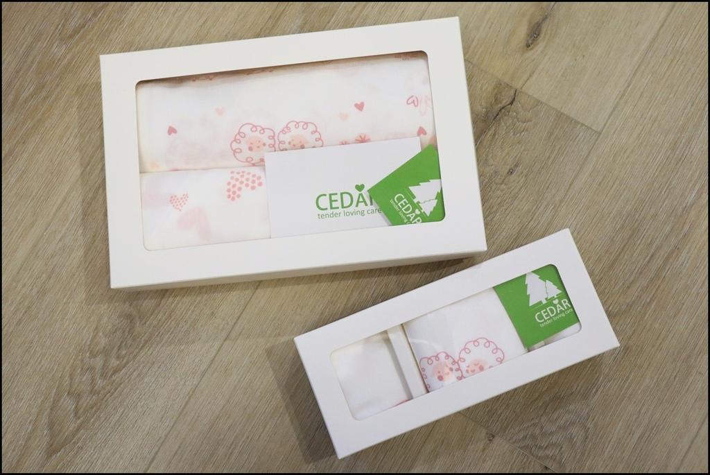 Cedar頂級舒棉包巾%26;兜兜禮盒1.JPG