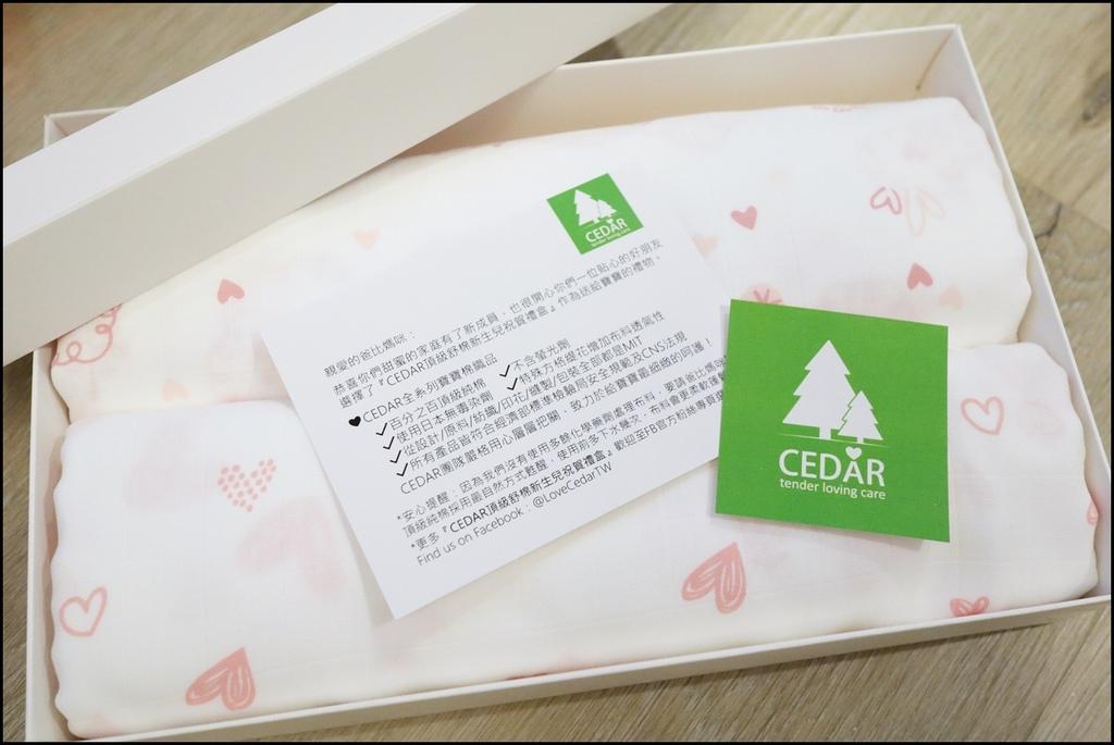 Cedar頂級舒棉包巾%26;兜兜禮盒2.JPG