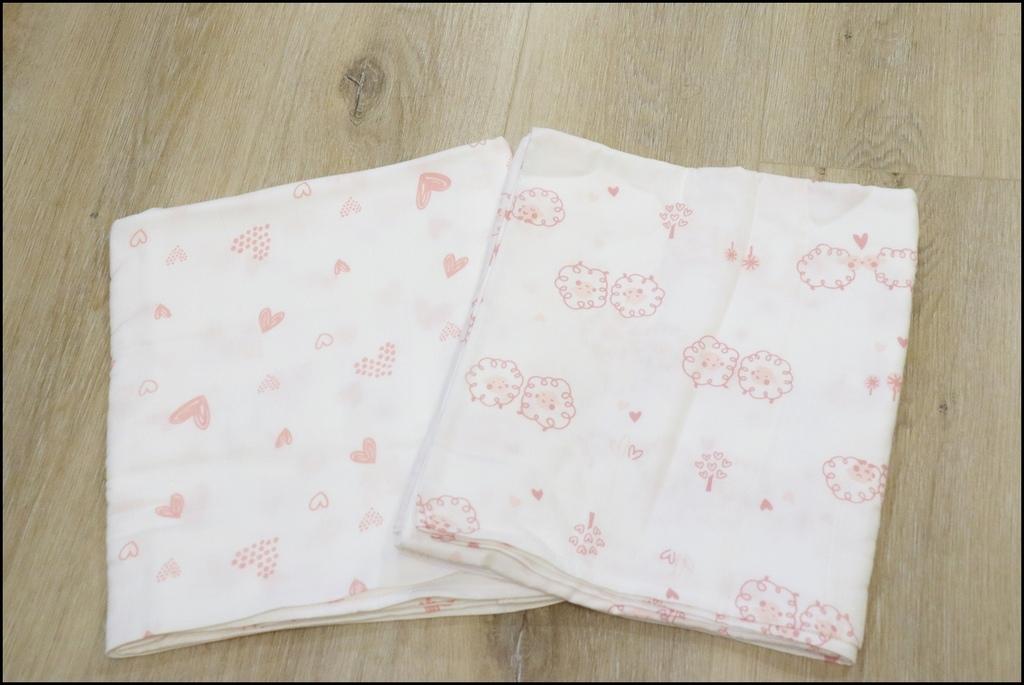 Cedar頂級舒棉包巾%26;兜兜禮盒3.JPG