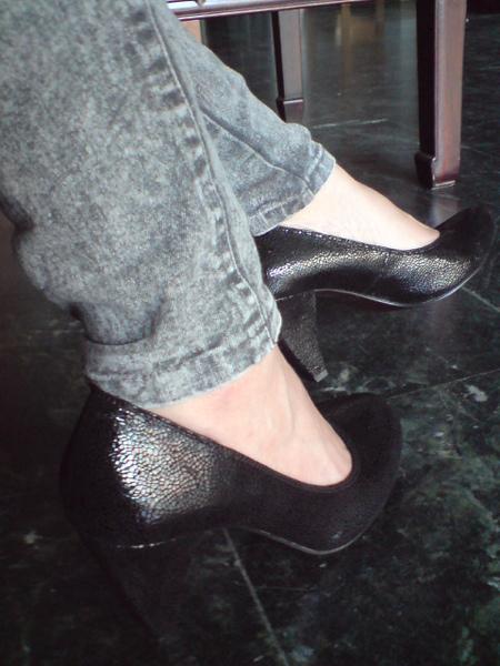 超質感黑色牛皮高跟包鞋-實穿照3