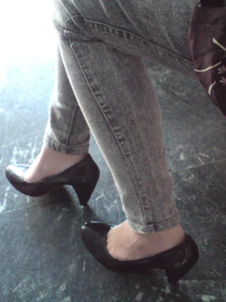 超質感黑色牛皮高跟包鞋-實穿照4