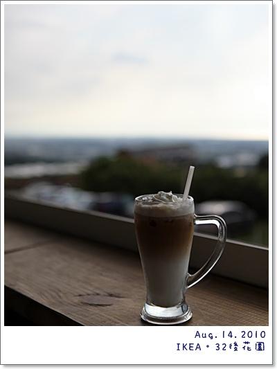 安先生一個人坐在窗檯的咖啡.....