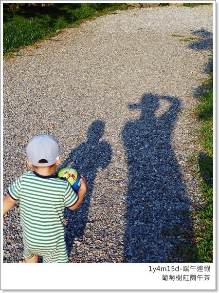 爸爸的任務是拍照跟溜小人