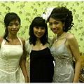新娘的頭上羽毛大搶戲