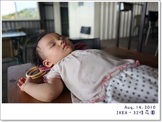 離開IKEA,少爺小姐的午睡時間,已經被爹娘拎到看飛機現場