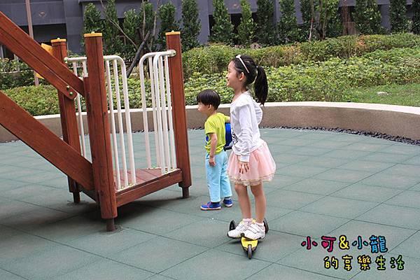 新家中庭遊樂場.JPG