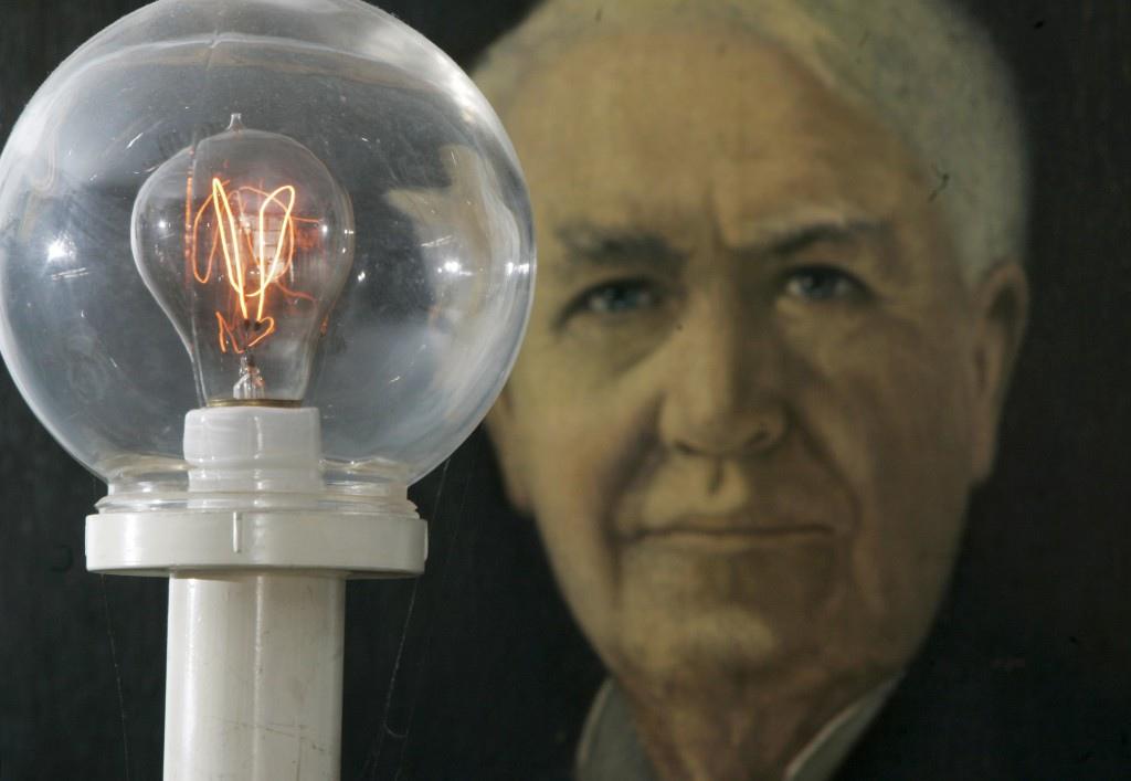 Thomas-Edison-AP070207054092-1024x707