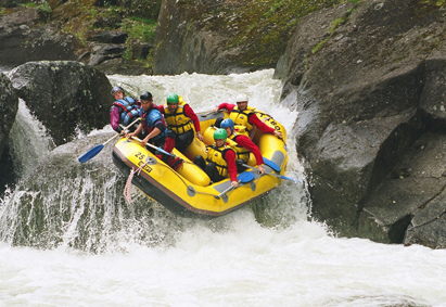 thrills-n-spills-whitewater-rafting-down-the-tully-river
