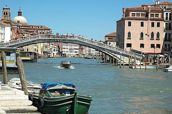 800px-Ponte_degli_Scalzi_20050525-030