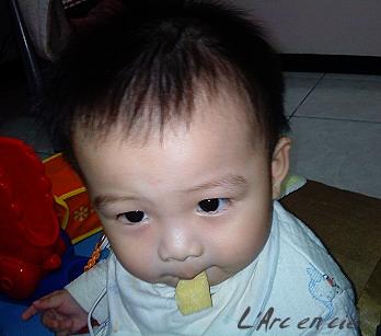 寶貝吃餅干1