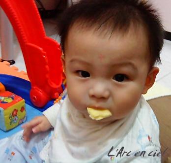 寶貝吃餅干2