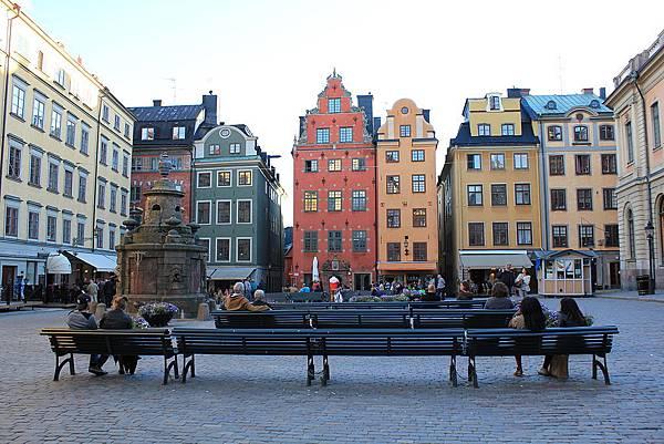 1024px-Stortorget_i_Gamla_Stan_i_Stockholm-2