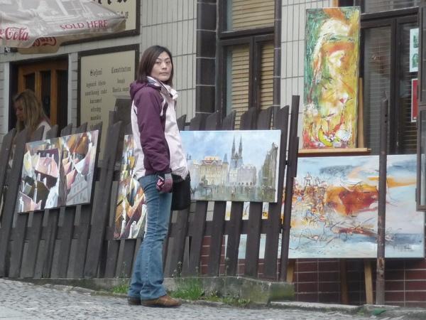 觀光客之一研究藝廊的畫