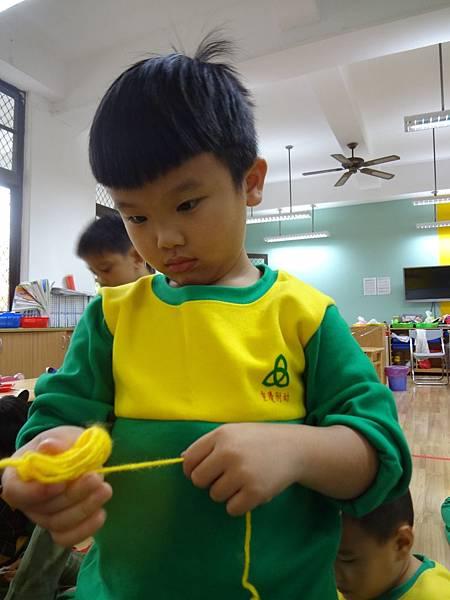 104.12.04主題活動:毛線球 (13)