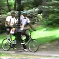 兩大中鋒騎腳踏車