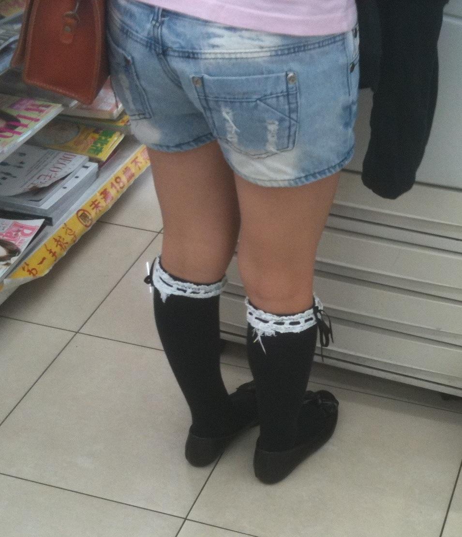黑襪白蕾絲