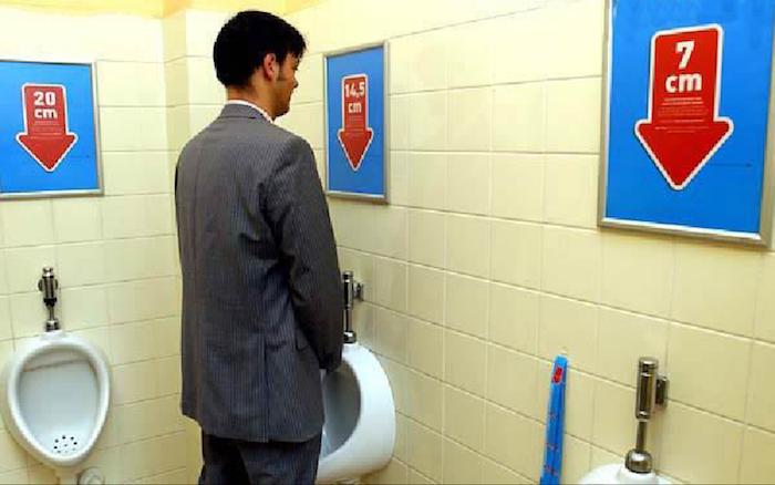 男廁新海報