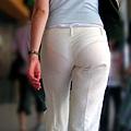 白褲下的內褲痕 020