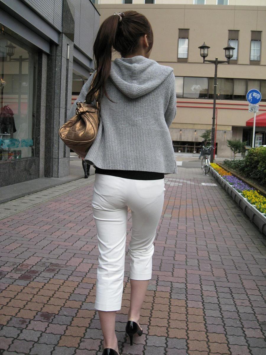 白褲下的內褲痕 024
