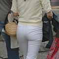 白褲下的內褲痕 046