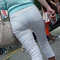 白褲下的內褲痕 051