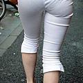 白褲下的內褲痕 048