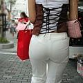 白褲下的內褲痕 072