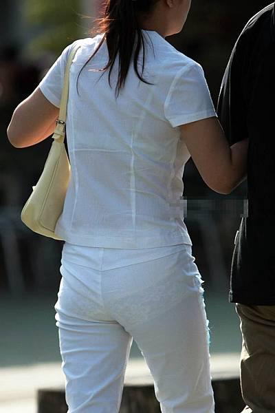 白褲下的內褲痕 075