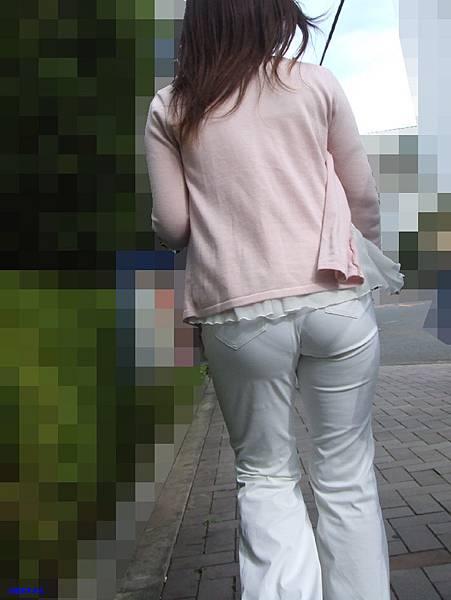 白褲下的內褲痕 078