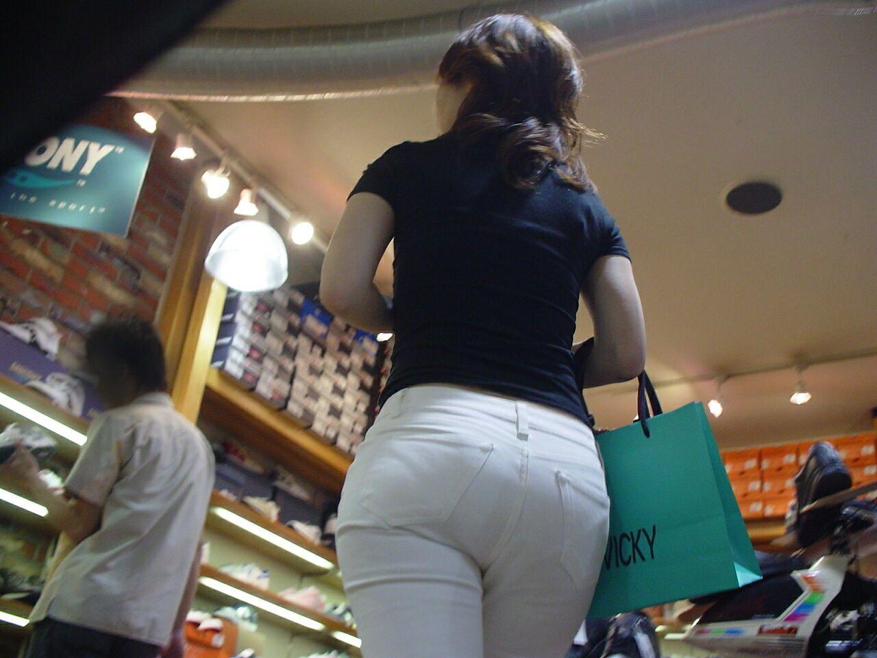 白褲下的內褲痕 094
