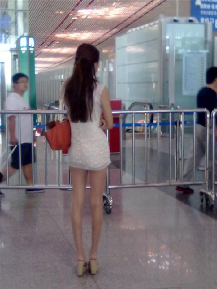 北京機場,驚現齊B小短裙