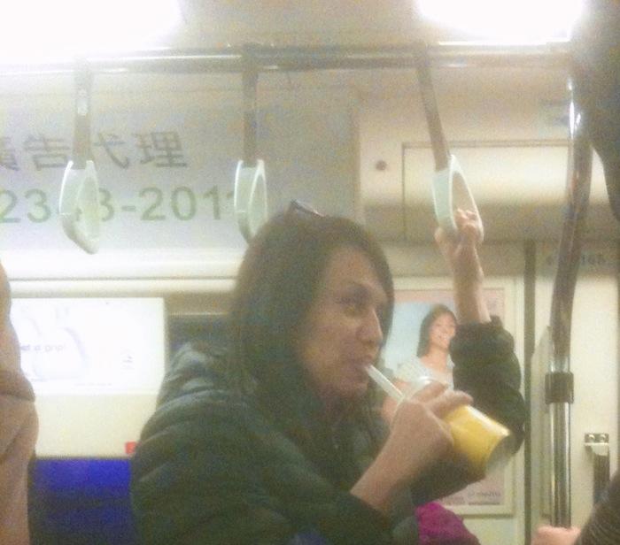 捷運 喝飲料