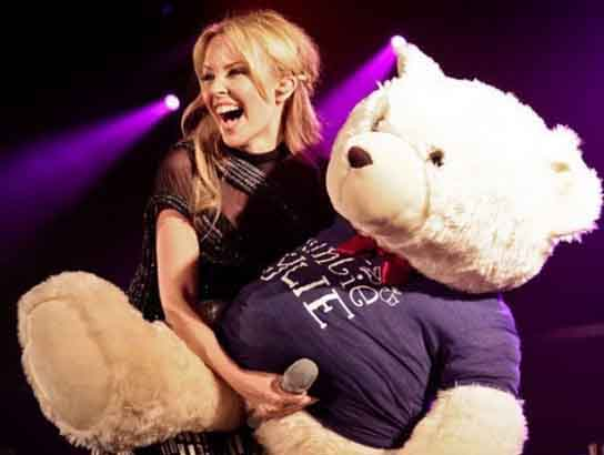 kylie-minogue-playing-with-teddy-bear2