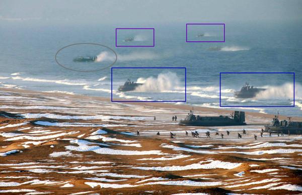 北韓軍演照片,氣墊船水花相同,被國際上多家媒體質疑造假